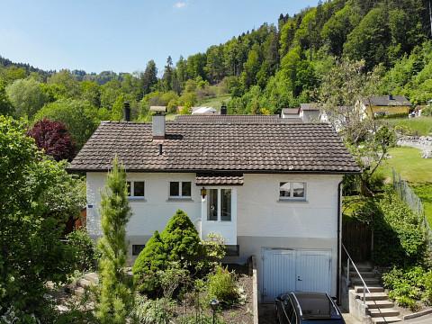 *RESERVIERT* Wohnhaus mit 4½ Zimmer an Hanglage über dem Tösstal, mit vielen Perspektiven