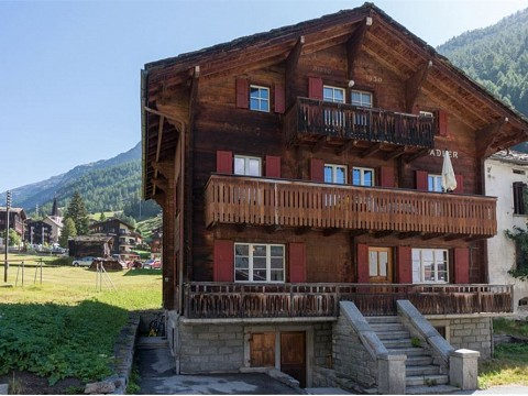 Wohnung in traditionellem Walliser Haus